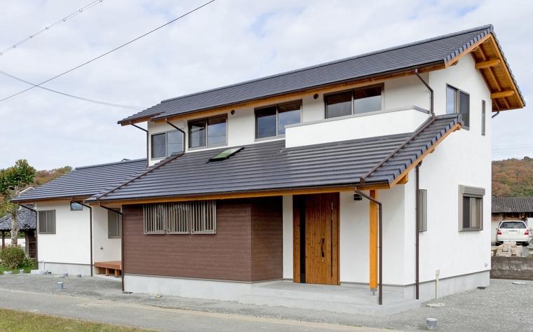 自然の光を取り入れ自然素材と調和された温かみのある家