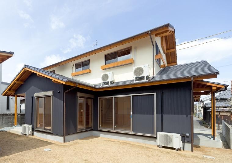 明るく開放的なLDK  自由にくつろげる木心の家